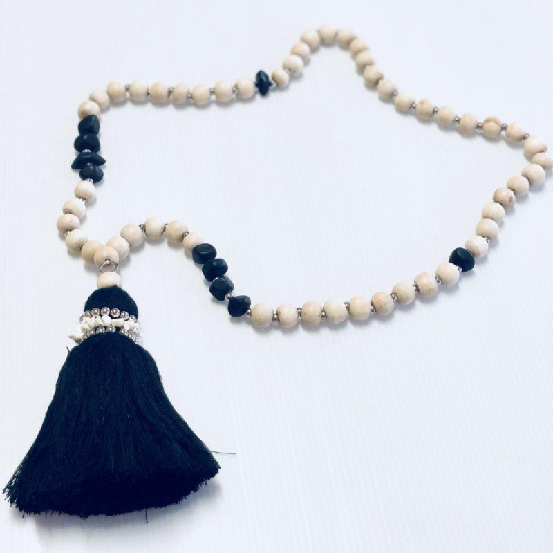 Beaded strand black