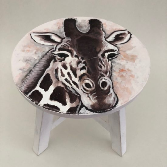 Giraffe stool white